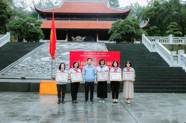 Liên đội THCS Thái Thịnh nhận bằng khen của Thành Đoàn Hà Nội