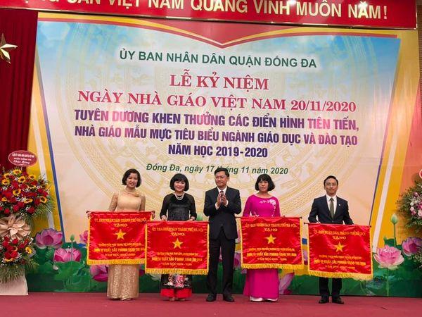 Nhà trường được UBND TP Hà Nội tặng Cờ cho đơn vị xuất sắc trong phong trào thi đua năm học 2019–2020