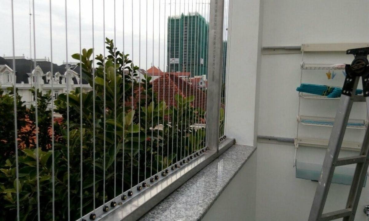 Lắp lưới chắn lan can chung cư có đảm bảo an toàn?