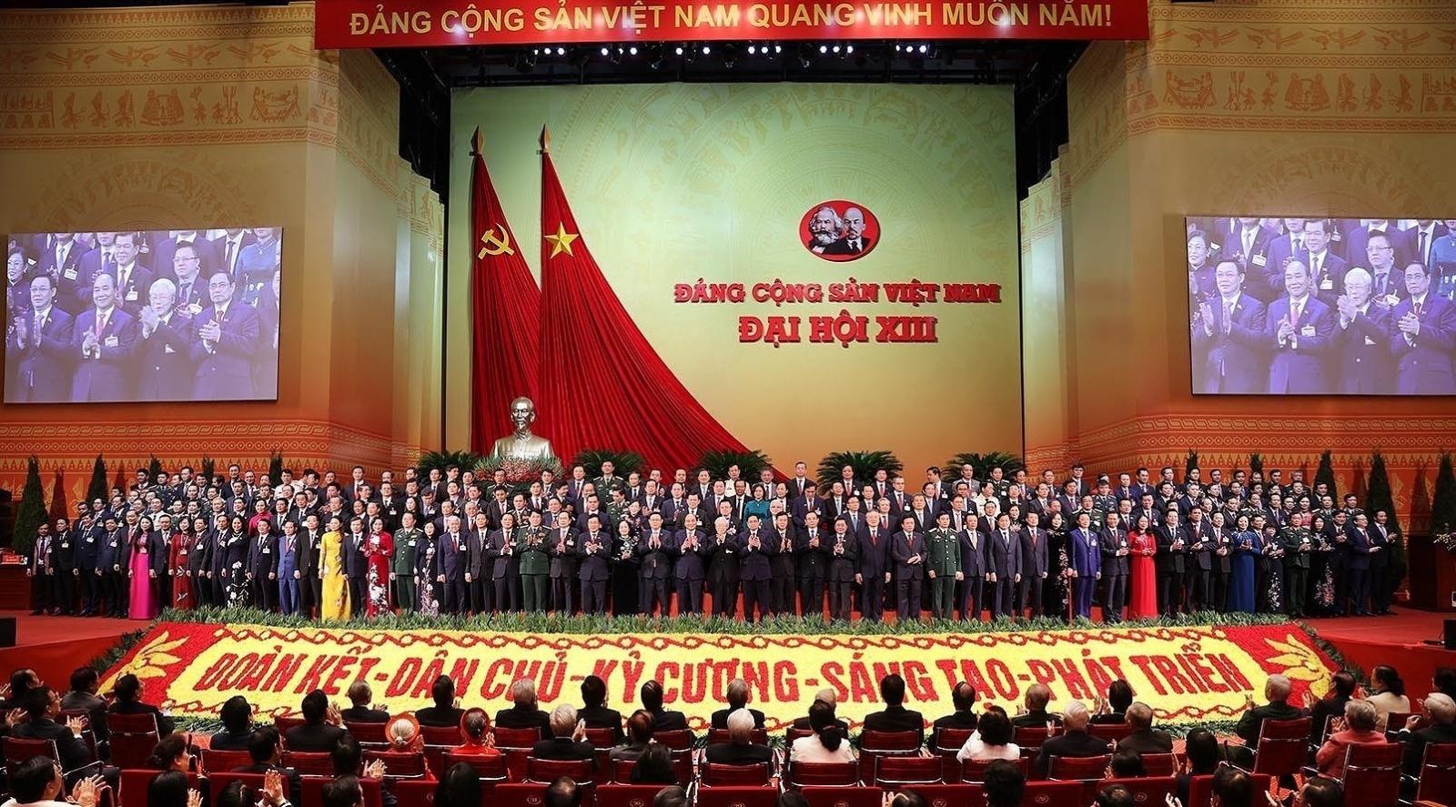 100% đại biểu đồng ý thông qua Nghị quyết Đại hội lần thứ XIII của Đảng.