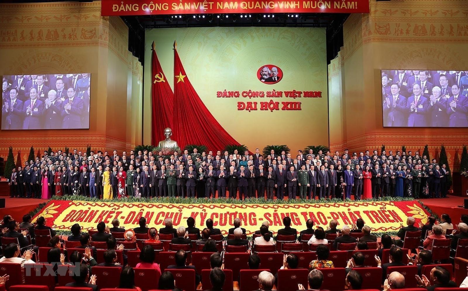 Chính thức ra mắt Ban Chấp hành Trung ương Đảng khóa XIII